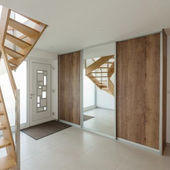 Skříně s posuvnými dveřmi – rámové